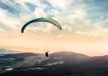paragliding-1245837_1920-1