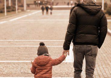 passeggiata-padre-figlio-bambini