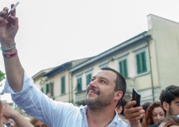 salvini-selfie