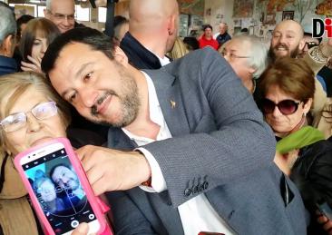 salvini-selfie-sardegna