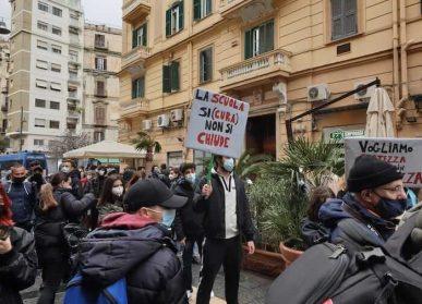 scuola si(cura)_proteste napoli