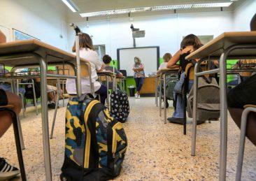 scuola aula banchi scuole