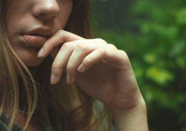 sesso-orale_labbra_bocca_tristezza_adolescenti
