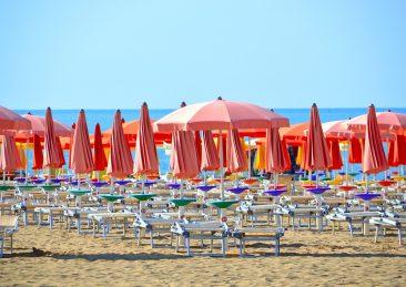 spiaggia-mare-ombrelloni-vacanze
