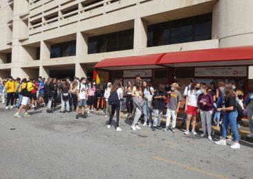 studenti fermata autobus bologna
