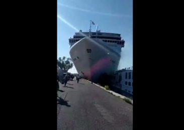 venezia-nave-crociera-contro-banchina
