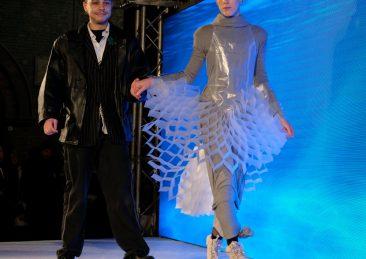 vestiti-plastica-riciclata-bologna-3_